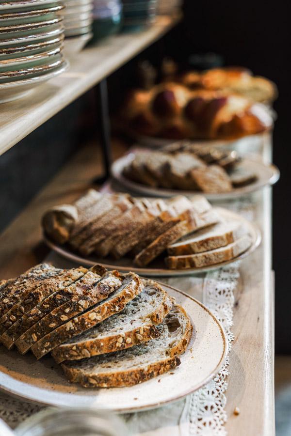 alveoles cantine paume de pain brunch lovers lyon 4 pain aux graines