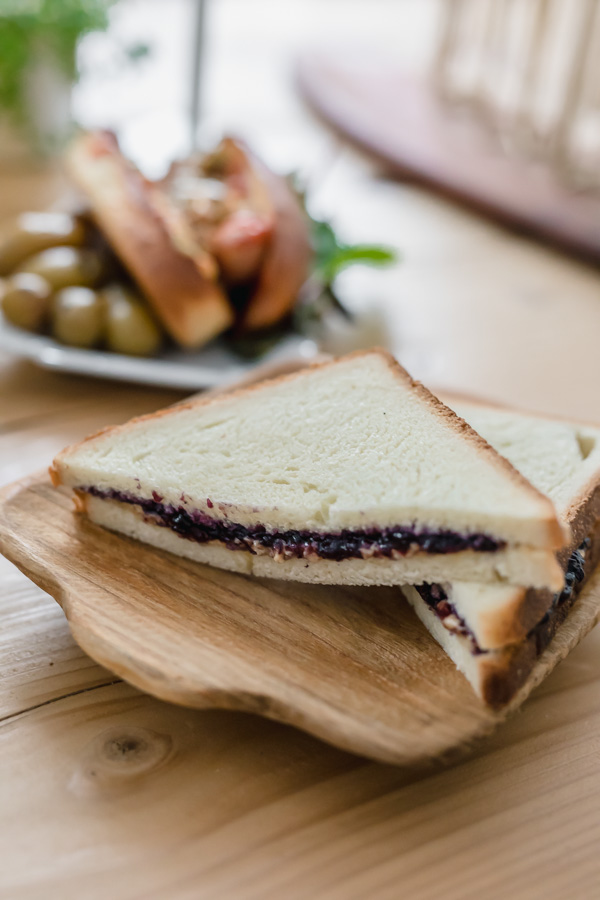 Le PBJ sandwich ou peanut butter and jelly sandwich un classique de la cuisine américaine